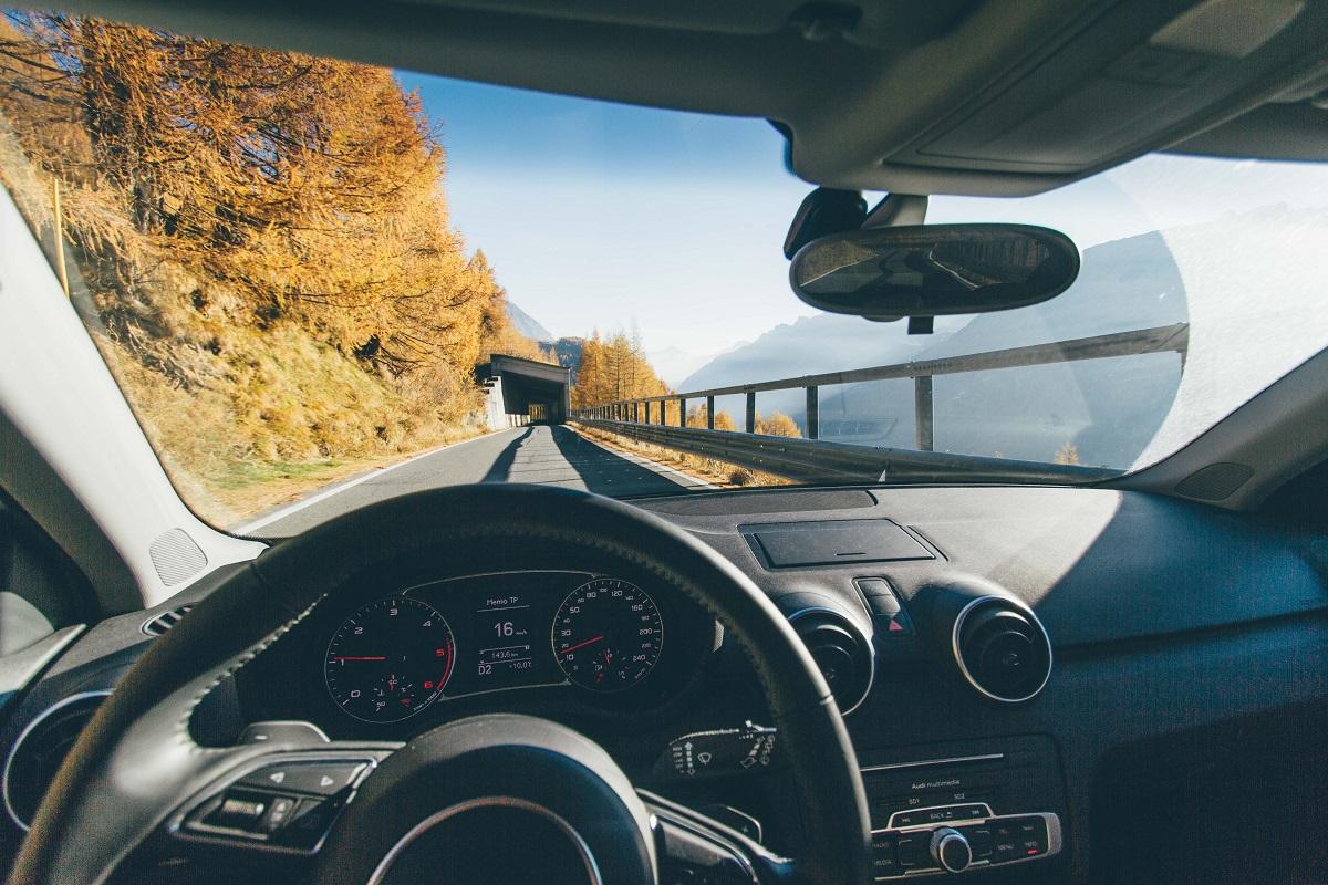 почитувајте ги сообраќајните правила и прописи